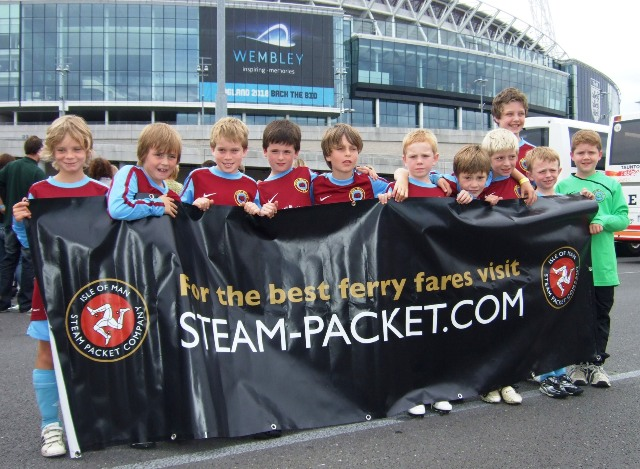 Photo for PR178 IOMSP Csupports young footballers on Wembl