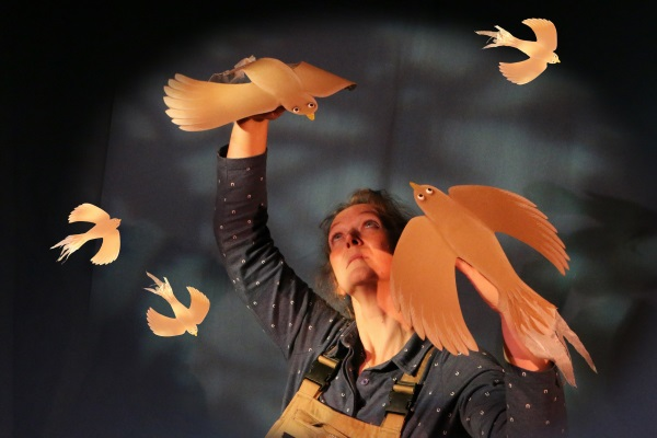 Photograph of Liz Lempen from Lempen Puppet Theatre Company performing Cardboard Carnival.